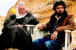 Alec Guinness and George Lucas on the Star Wars set in Tunisia